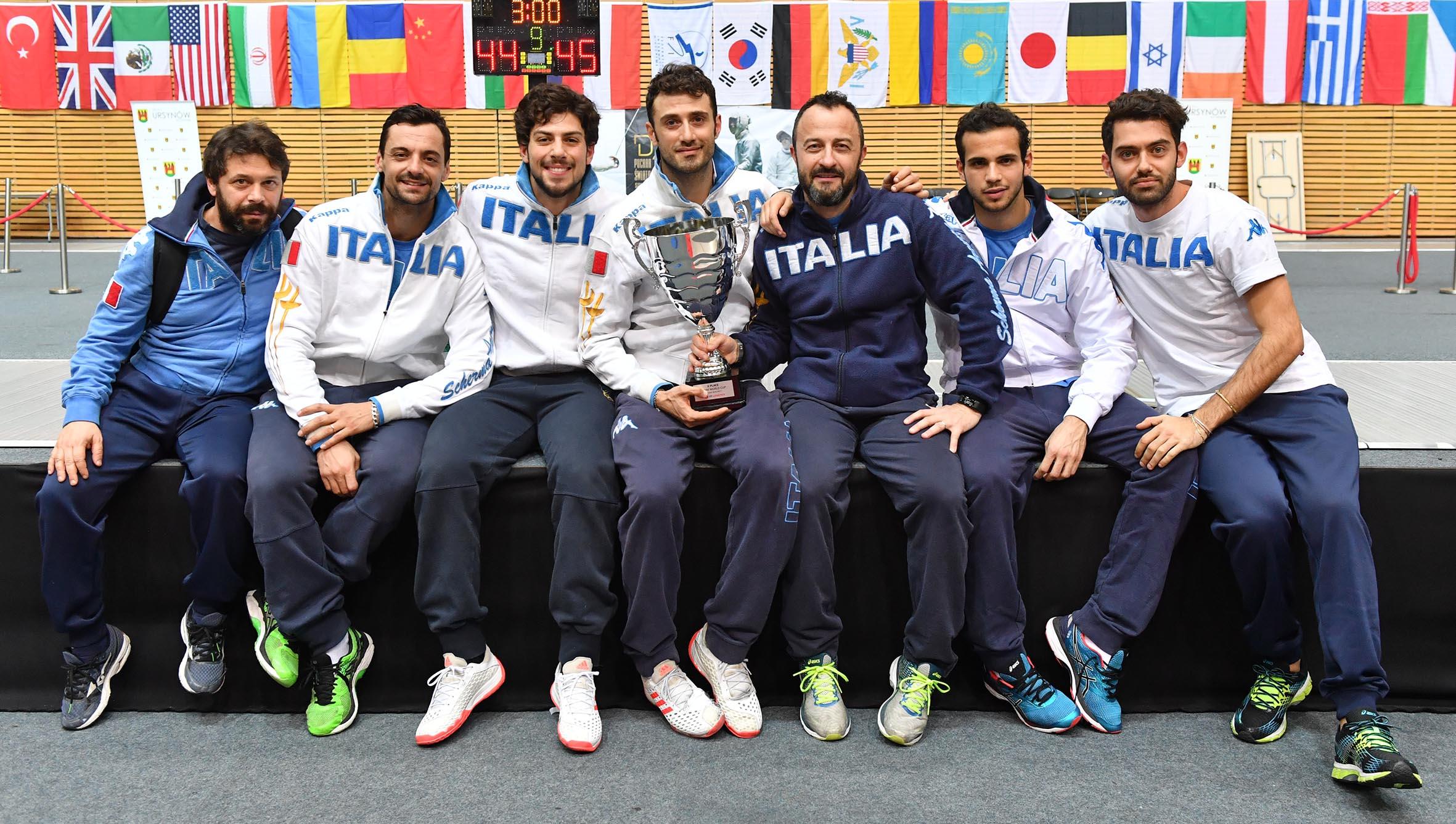 L'Italia della sciabola in posa dopo il secondo posto di Varsavia