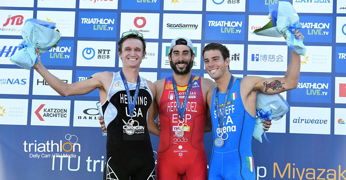 triathlon coppa del mondo 2018 miyazaki delian stateff bronzo italia italy podio bronze world triathlon cup 2018 world cup podium vicente hernandez eli hemming