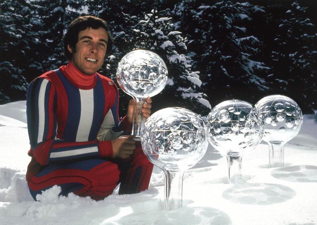 Thöni mostra le Coppe del Mondo di sci