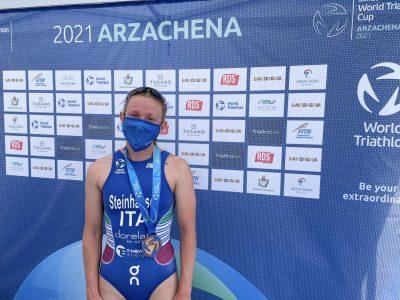 triathlon coppa del mondo 2021 arzachena verena steinhauser terza italia italy world triathlon cup 2021 sardegna costa smeralda third place